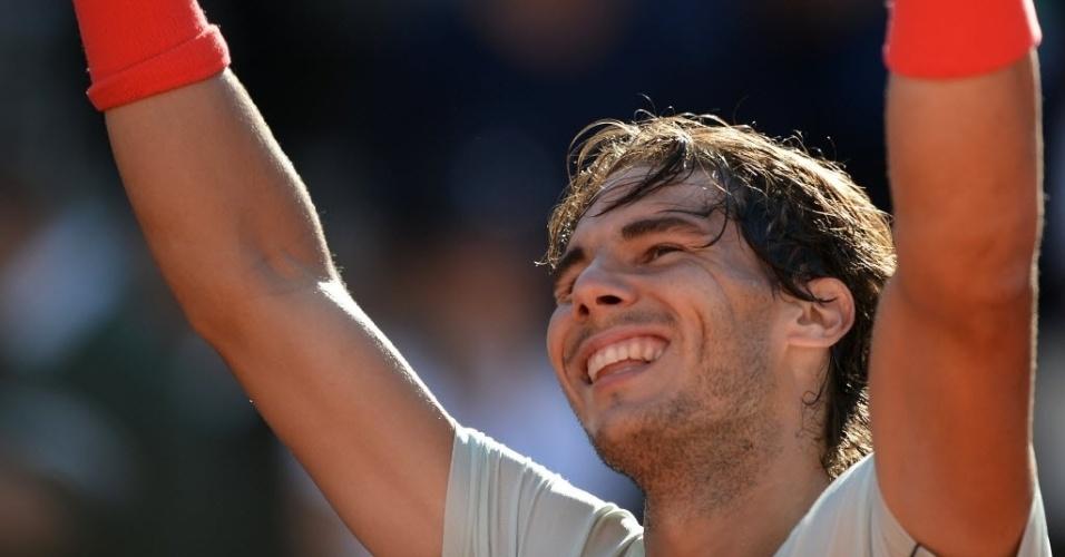 19.mai.2013 - Nadal sorri ao derrotar Federe e levar seu sétimo troféu em Roma