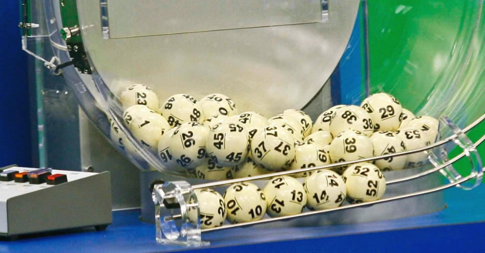 19.mai.2013 - Um bilhete vendido na Flórida ganhou sozinho os mais de US$ 590,5 milhões (mais de R$ 1,2 bilhão) sorteados na loteria norte-americana Powerball. O prêmio é um recorde dos 21 anos do jogo e aproxima-se do maior prêmio lotérico da história dos Estados Unidos, disseram os responsáveis pelo jogo do Texas (EUA).