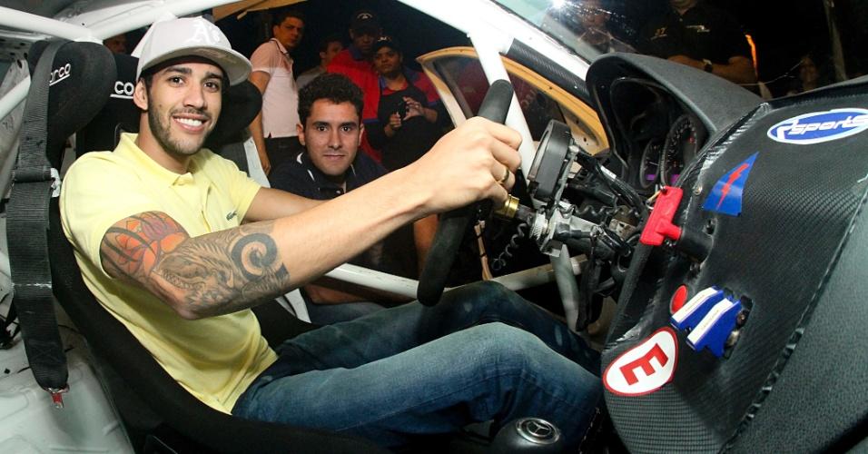 20.mai.2013 - Cantor Gusttavo Lima apresenta carro da Gusttavo Lima Racing/Rsports Racing para a temporada do Mercedes-Benz Grand Challenge