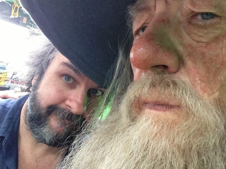 """O diretor Peter Jackson e o ator Ian McKellen, que interpreta Gadalf nas trilogia """"O Senhor dos Anéis"""" e """"O Hobbit"""""""