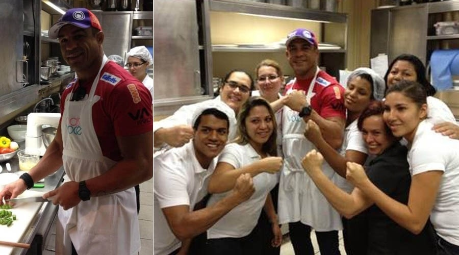 21.mai.2013 - De avental, Vitor Belfort posa na cozinha do