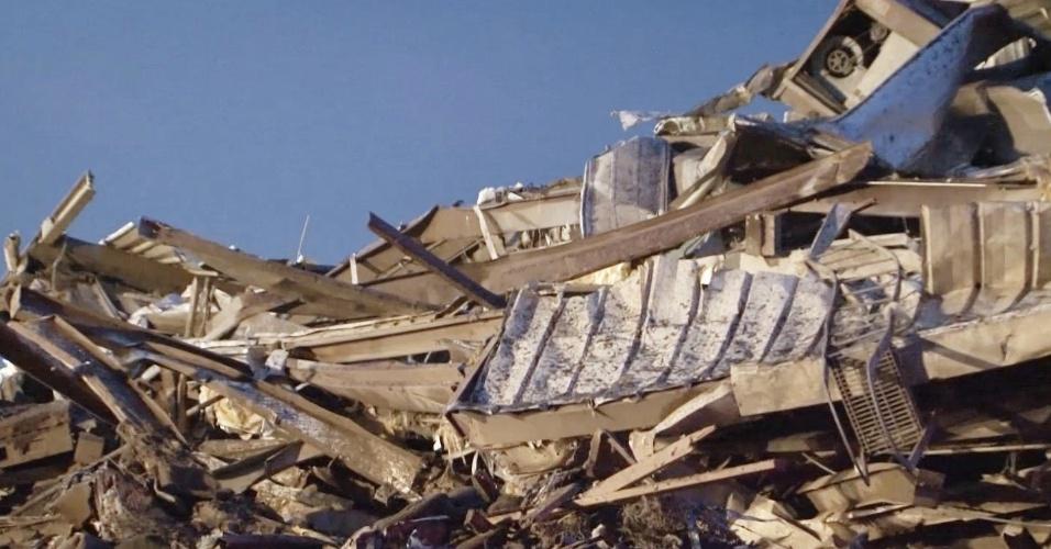 21.mai.2013 - Fotografia divulgada pela Guarda Nacional de Oklahoma mostra escola do bairro de Moore, em Oklahoma city, destruída por tornado que atingiu a cidade no domingo (19). Ao menos 91 pessoas, 20 delas crianças, morreram em consequência da passagem de tornados pelo centro-sul dos Estados Unidos desde então