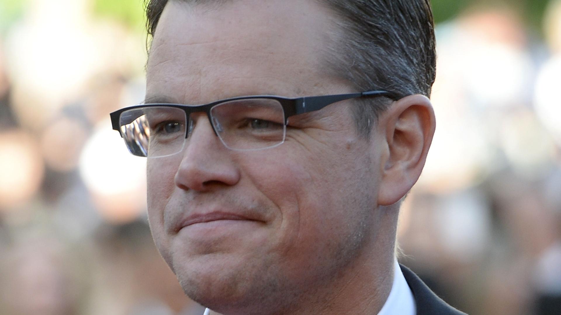 21.mai.2013 - O ator Matt Damon, posa para fotos no tapete vermelho de Cannes antes da exibição de