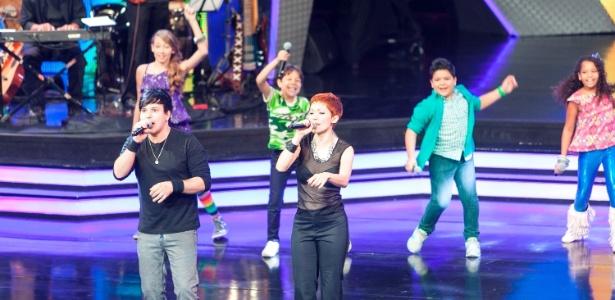 """Participantes de """"Ídolos Kids"""" cantam juntos com Luciano e Patricia Marx, ex-integrantes do grupo musical Trem da Alegria"""