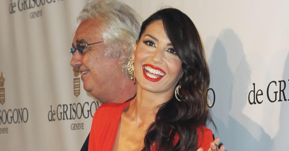 21.mai.2013 - Flavio Briatore e a mulher, Elisabetta Gregoraci, posam para os fotógrafos durante evento da joalheria De Grisogono na cidade francesa de Antibes, vizinha a Cannes