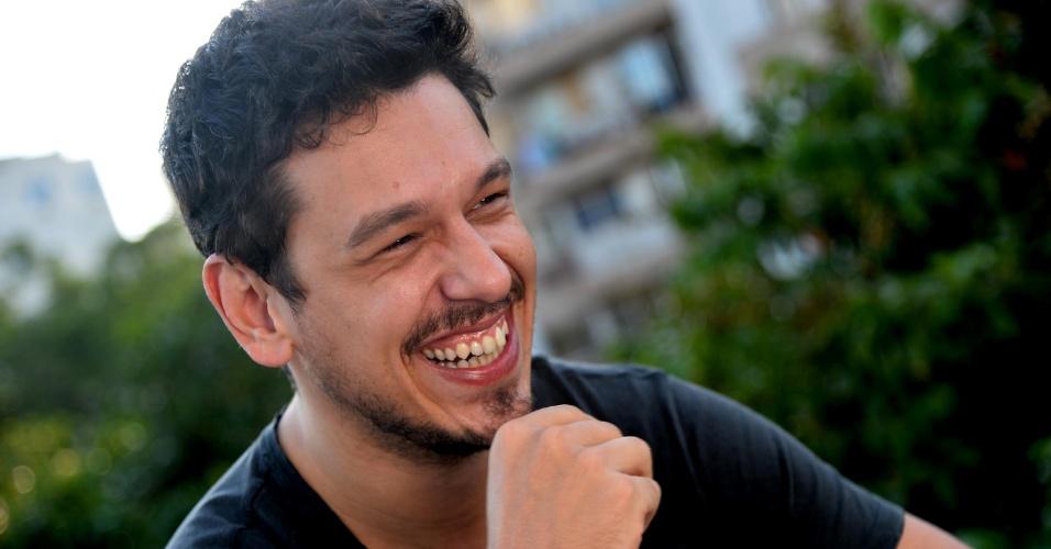 João Vicente de Castro abre a Porta dos Fundos, na zona sul do Rio10 fotos - 21mai2013---joao-vicente-de-castro-da-entrevista-na-porta-dos-fundos-na-zona-sul-do-rio-1369254573313_956x500