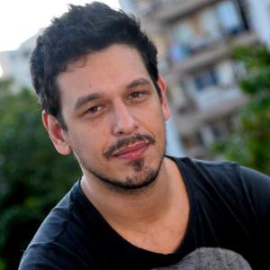 Sucesso no Porta dos Fundos, João Vicente deixa de ser reconhecido apenas por namoradas famosas - Notícias - UOL TV e Famosos - 21mai2013---joao-vicente-de-castro-posa-no-novo-espaco-da-porta-dos-fundos-na-zona-sul-do-rio-1369254722531_300x300