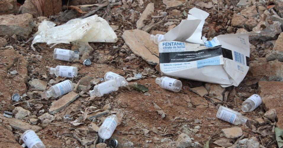 22.mai.2013 - Casa explode e desaba em São Bernardo do Campo (SP). No local, segundo o Corpo de Bombeiros, funcionava uma refinaria de drogas. No meio dos escombros, foram encontrados diversos tabletes de entorpecentes e materiais usados para o refino da droga
