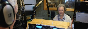 F de msicas antigas, idosa de 91 anos se torna DJ em rdio britnica  (Foto: Divulgao/BBC)