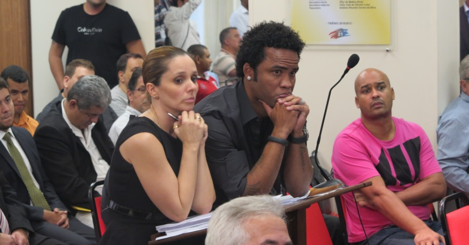 Carlos Alberto, do Vasco, ao lado da advogada Luciana Lopes em julgamento por doping