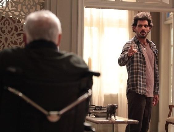 """Em """"Amor à Vida"""", Ninho recusa proposta de emprego feita por César"""