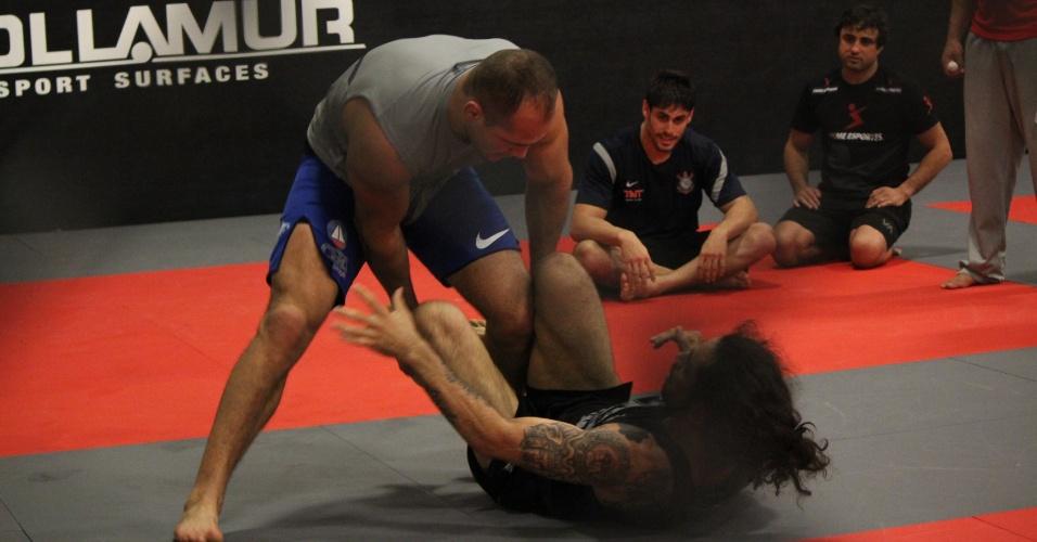 Mais uma vez Cigano fez sua preparação de jogo de chão sob as orientações do mestre de jiu-jítsu Ramon Lemos, o mesmo de Anderson Silva