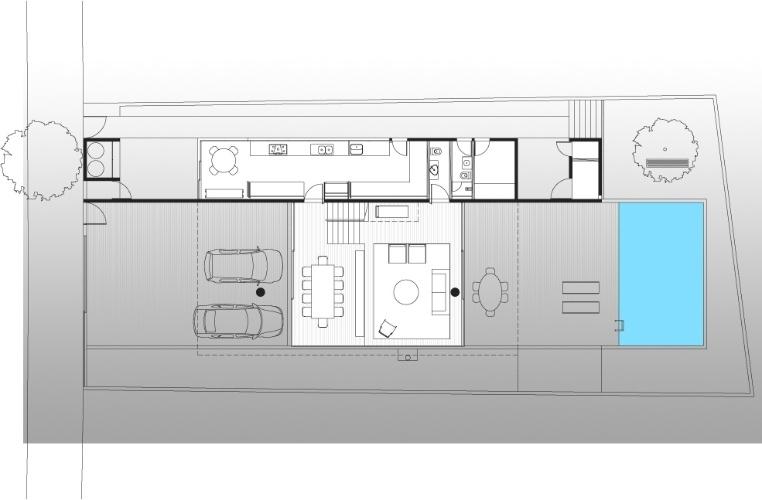 No térreo da Casa Boaçava, projetada pelos arquitetos do escritório Una, foram alocados os ambientes de uso social (salas de estar e jantar) e o bloco de serviços (cozinha, copa e área de serviço), além da piscina