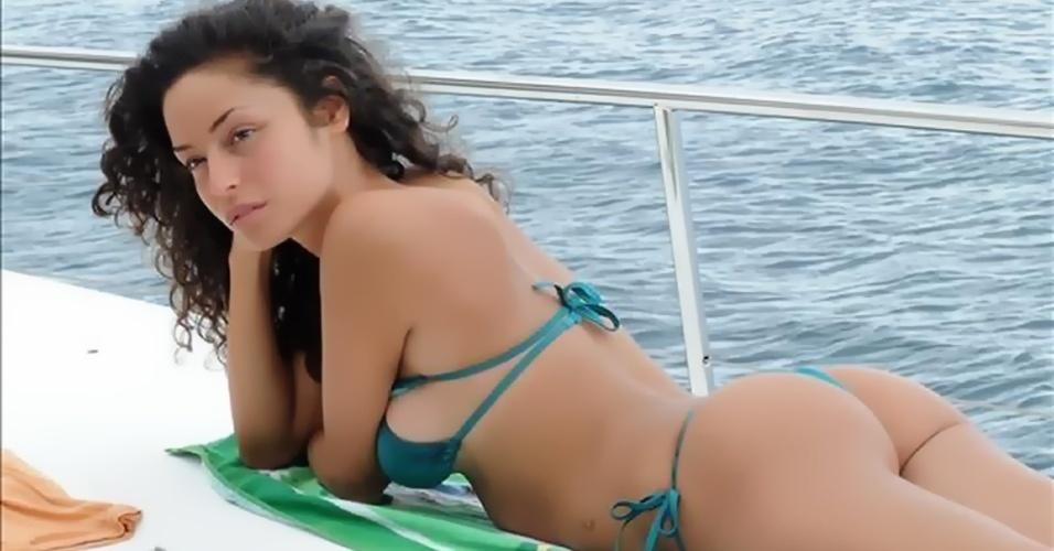Raffaella Fico participou do Big Brother italiano e participou de um leilão de sua própria virgindade na internet. Ela tem uma filha com Balotelli