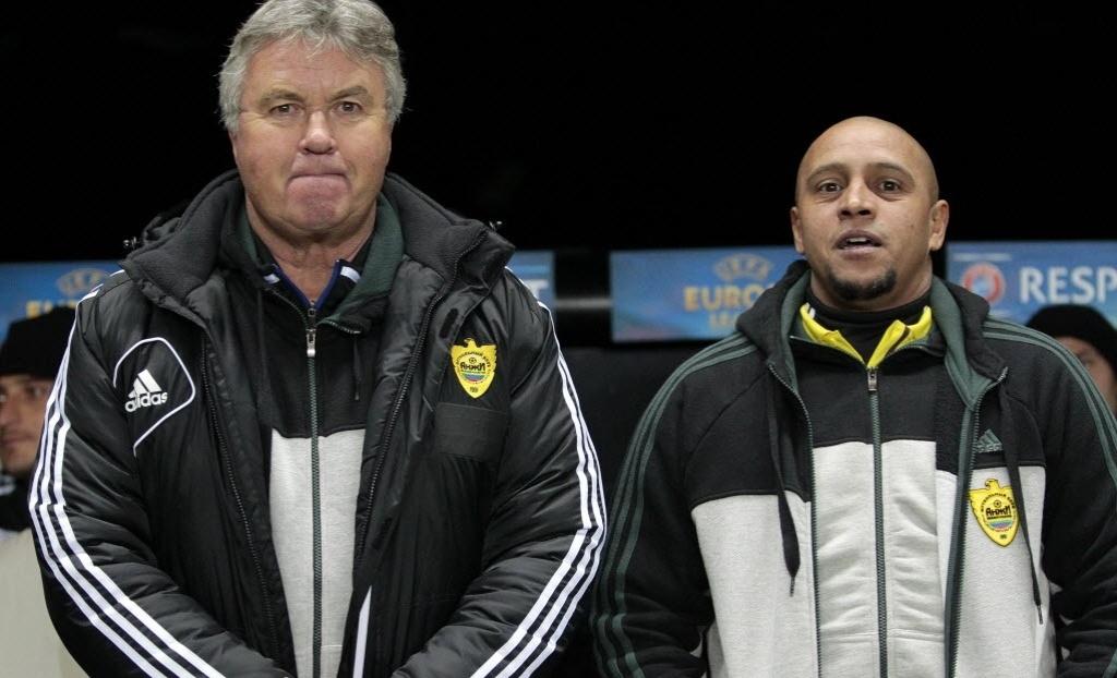 Técnico do Anzhi Makhachkala, Guus Hiddink, com o diretor de esporte Roberto Carlos