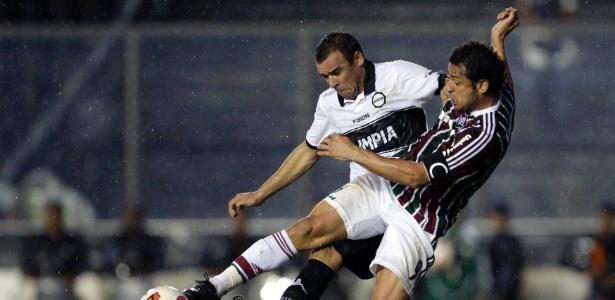 Forte dor na costela atrapalhou o atacante Fred durante a eliminação do Fluminense