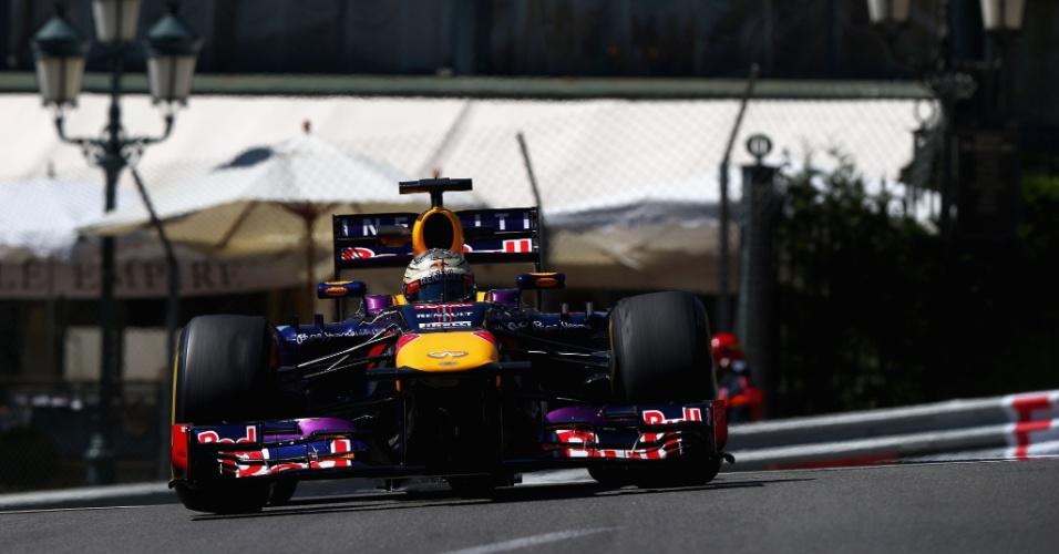 23.mai.2013 - Sebastian Vettel acelera sua Red Bull pelo circuito de rua de Monte Carlo durante os trenos livres para o GP de Mônaco