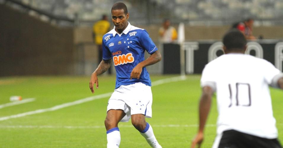 Zagueiro Dedé durante a goleada do Cruzeiro sobre o Resnde pela Copa do Brasil (22/5/2015)