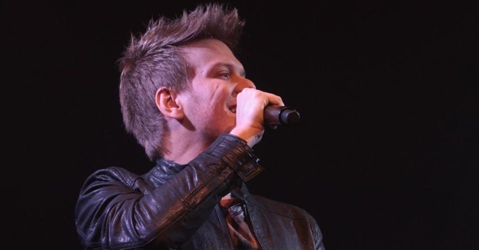 """23.mai.2013 - O cantor Michel Teló lançou seu novo disco, """"Michel Teló na Balada – Sunset"""", com show na Brook's Bar, em São Paulo"""
