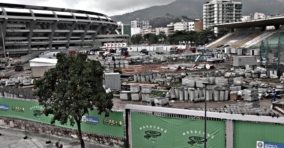 24.mai.2013 - Área do Estádio de Atletismo Célio de Barros virou canteiro de obras do Maracanã