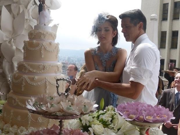"""Em """"Amor à Vida"""", Patrícia se casa com Guto no alto de um prédio"""