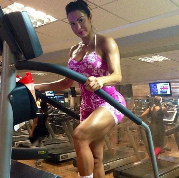 29.mai.2013 - Gracyanne Barbosa é apaixonada por musculação, mas nem por isso descuida dos exercícios aeróbicos.