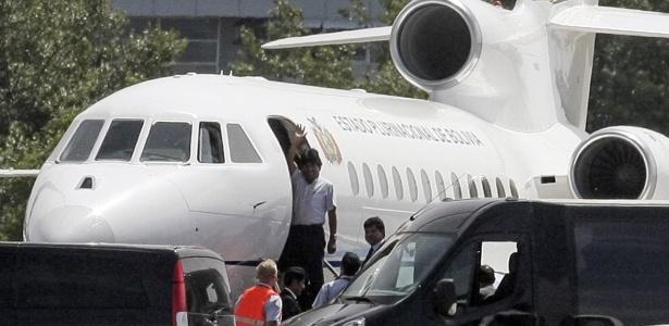 Presidente boliviano Evo Morales embarca em avião oficial para deixar Viena