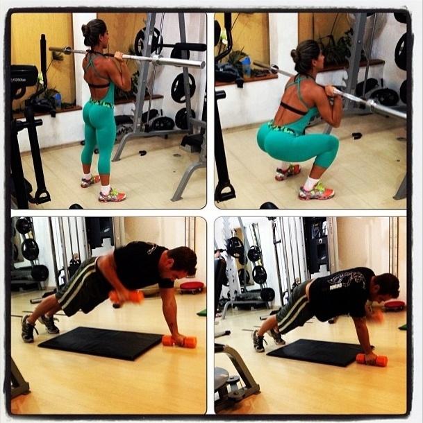 5.ago.2013 - A ex-BBB Mayra Cardi levantou cedo da camapara malhar com o marido. A bela faz agachamento para trabalhar o quadríceps, enquanto o amado aposta no exercício de flexão combinado com a remada