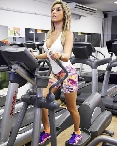 """Antes de começar o treino, a sedutora do """"Teste de Fidelidade"""" faz de ..."""
