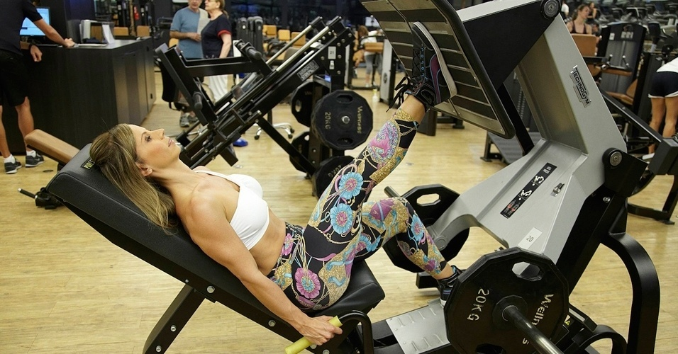 Michelle Franzoni - blogueira do Blog da Mimis - leg press unilateral