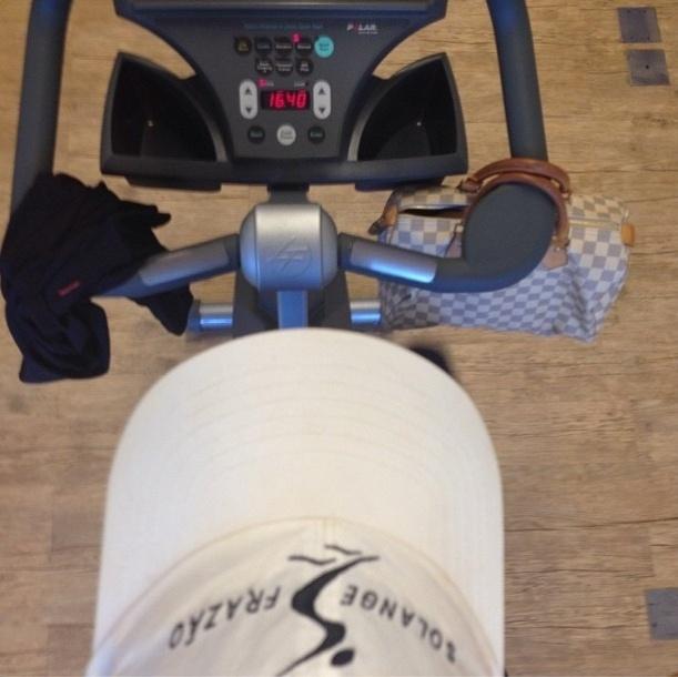 21.ago.2013 - Solange Frazão aposta nos exercícios aeróbios duas vezes na semana. Ela postou na rede social de compartilhamento de fotos que costuma ficar 30 minutos na bike e 15 minutos na escada com uma velocidade 9.0