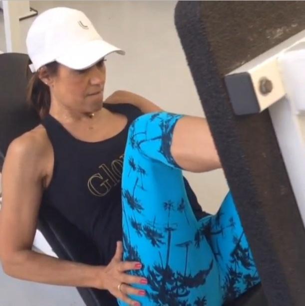 28.ago.2013 - Solange Frazão aposta em exercícios unilaterais. Ela faz o
