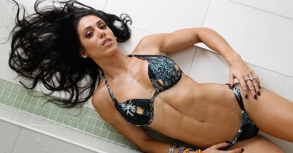 Bella Falconi - modelo fitness - abre do álbum