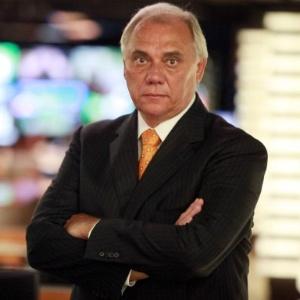 http://imguol.com/2013/09/13/midia-indoor-wap-celular-apresentador-marcelo-rezende-jornalista-televisao-reportagem-policial-1379072782487_300x300.jpg