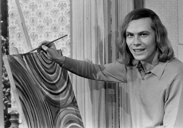 José Wilker tinha os cabelos compridos quando estreou em Bandeira 2 (1971) no papel de Zelito