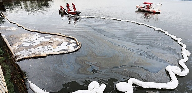 Mancha de óleo no lago Paranoá, em Brasília, pode ter vindo de obras de recapeamento de ruas na capital