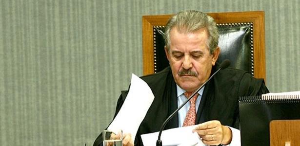 Robson Marinho, conselheiro do TCE de São Paulo, é investigado por suspeita de ter recebido propina