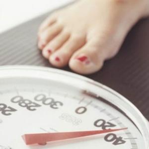 Especialistas aconselham dietas para emagrecer, mas com apoio de amigos ou profissionais