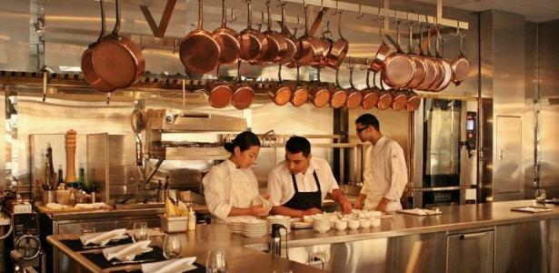Cozinha do Chef's Table at Brooklyn Fare, restaurante de NY reconhecido com três estrelas no Guia Michelin