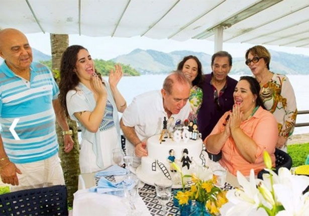 Renato Aragão comemora aniversário de 80 anos junto com a família e amigos famosos