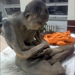 Budistas dizem que monge mumificado não está morto