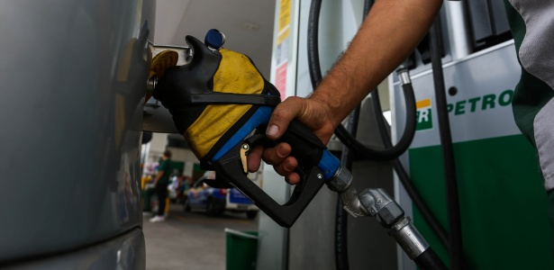 Resultado de imagem para Petrobras aumenta preço da gasolina