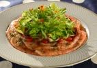 Tataki de salmão com salada