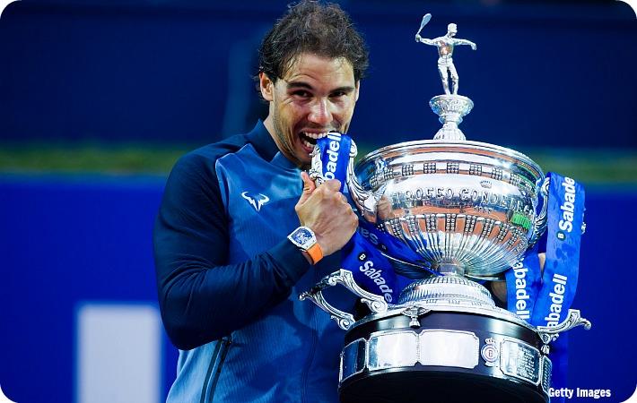 Nadal_Barcelona16_Trophy_get_blog