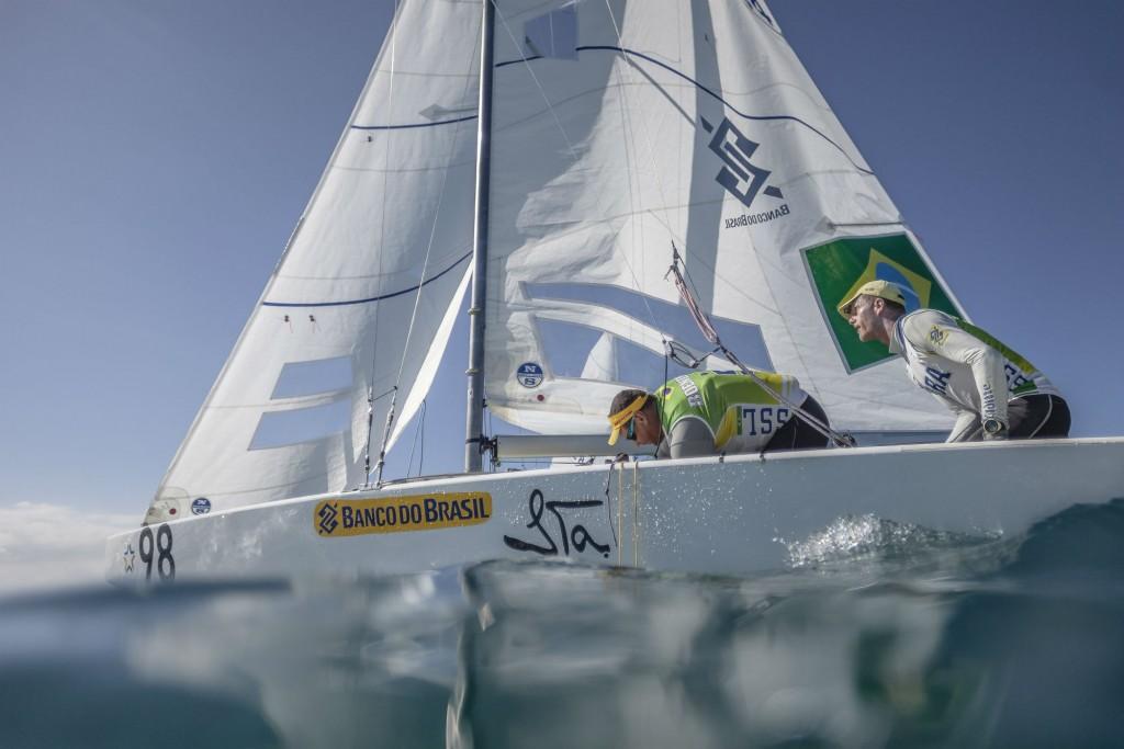 Dupla brasileira em busca do vento na Baía de Mantagu (Martinez Studio / SSL)