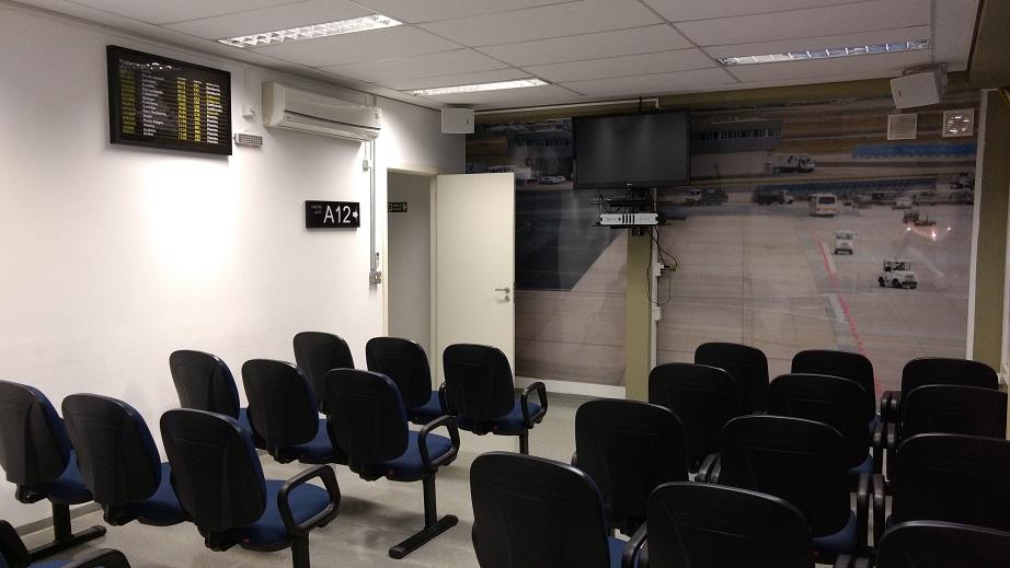 Sala de embarque reproduz o ambiente de um aeroporto (Foto: Vinícius Casagrande/UOL)