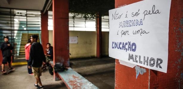 Cartaz em escola ocupada em São Paulo, em maio de 2016 (Foto: Lucas Lima/UOL)