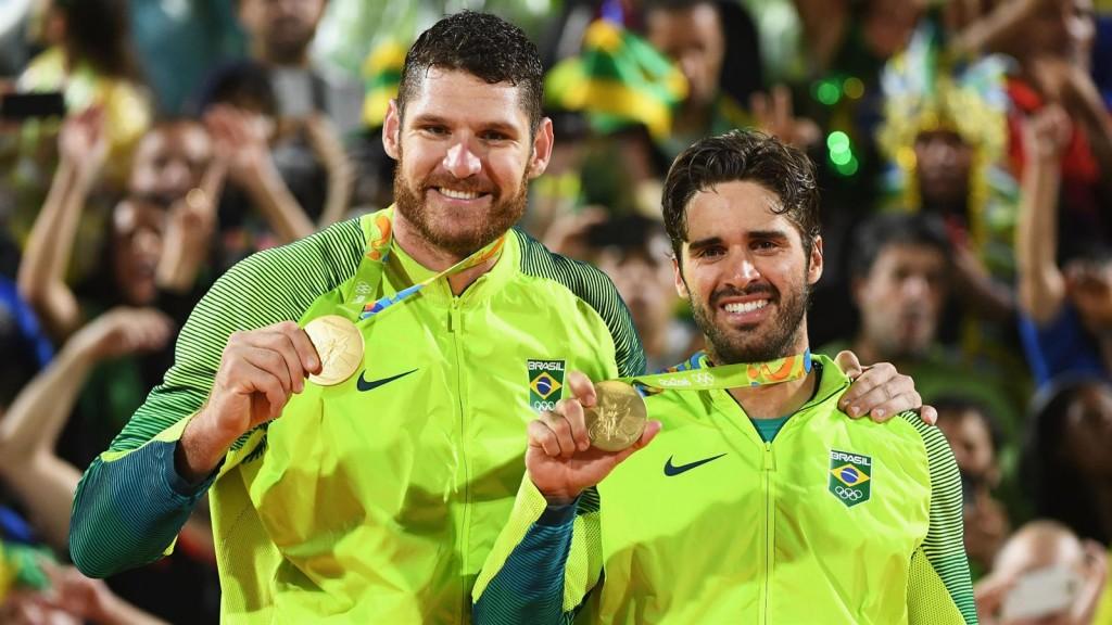 Alison e Bruno interromperam hiato de 12 anos sem título para o Brasil nas praias olímpicas (foto: Rio 2016/Getty Images/Robb Carr