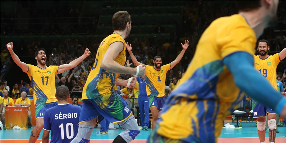 Seleção brasileira comemora o terceiro título olímpico no vôlei masculino (fotos: FIVB)
