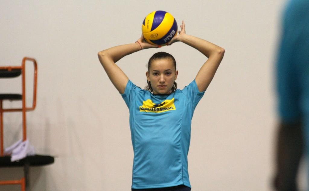 Gabi foi a única jogadora da nova geração a se fixar na seleção recentemente (Foto: Divulgação/CBV)